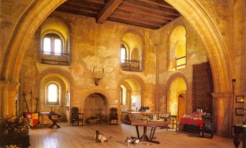 Романский стиль мебели и интерьера